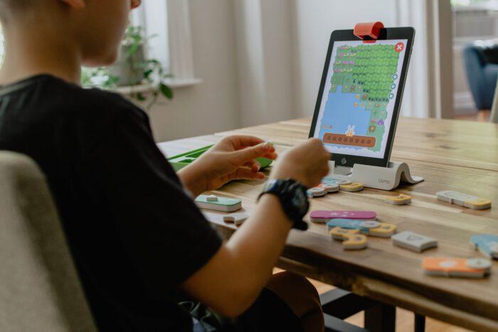60.000 extra laptops en tablets voor onderwijs op afstand– PO/VO